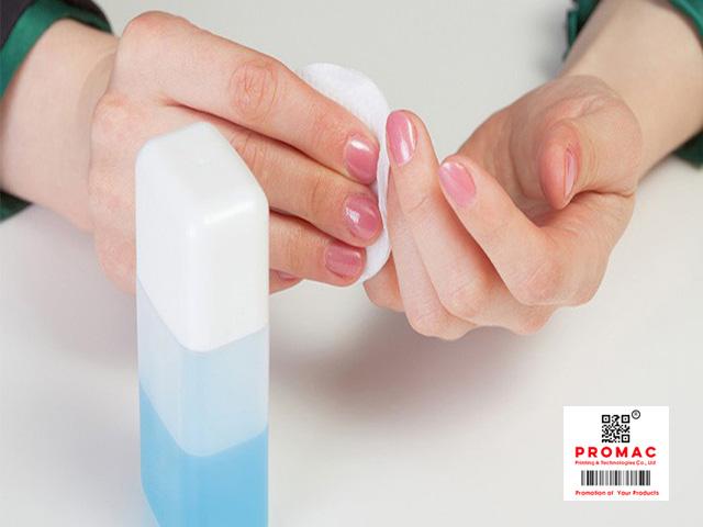 cách bóc nhãn mác bằng nước rửa móng tay